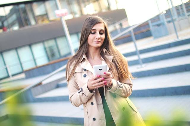 Women with smartphone in her hand